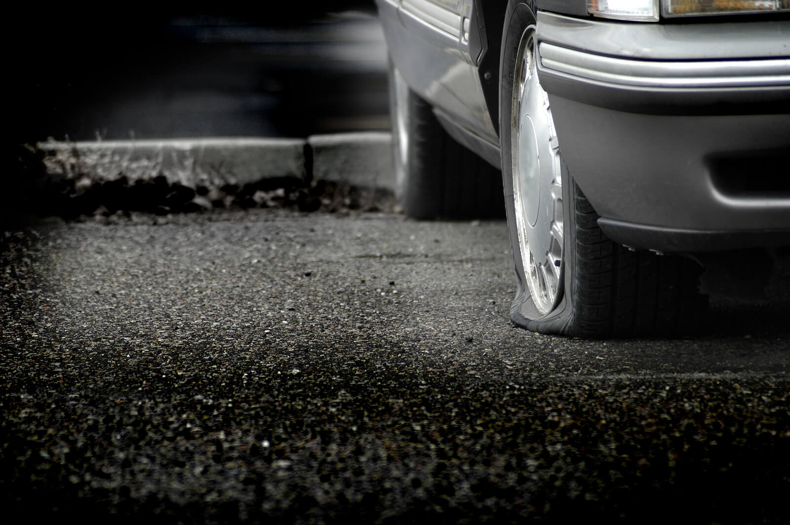 Emergency Tire Repair: Avoid Being Stranded by a Flat Tire