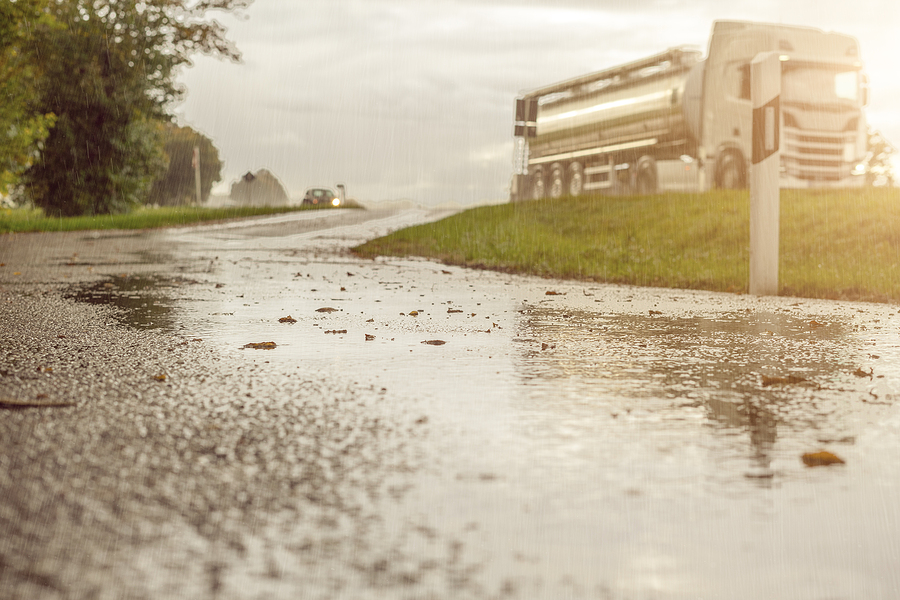 Professional Tow Company Tips for Driving In The Rain
